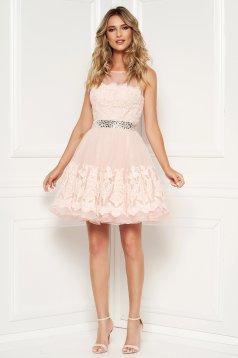 Rochie Sherri Hill rosa de lux in clos cu spatele gol cu aplicatii cu pietre strass si suprapunere cu dantela