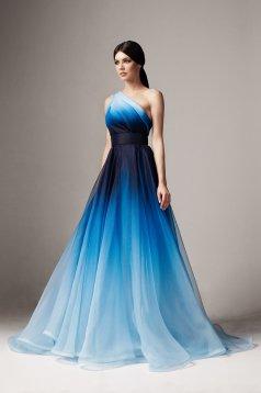 Rochie Ana Radu albastra de lux lunga in clos pe umar captusita pe interior accesorizata cu cordon