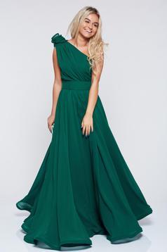 Rochie Ana Radu verde-inchis de lux in clos din voal pe umar accesorizata cu cordon cu aplicatii florale