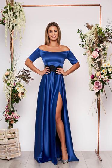 Rochie Artista albastra lunga de ocazie in clos din material satinat cu insertii de broderie