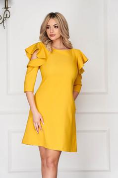 Rochie LaDonna mustarie eleganta de zi din stofa usor elastica cu croi in a si volanase la maneca