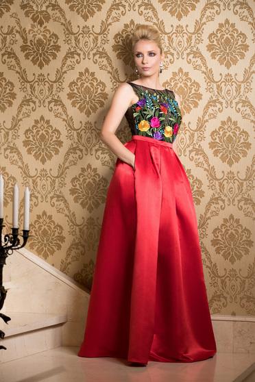 Rochie Fofy rosie lunga de ocazie din satin cu insertii de broderie