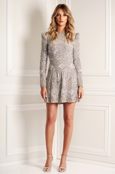 Rochie Sherri Hill argintie de lux cu aplicatii cu pietre strass cu umerii buretati si maneca lunga