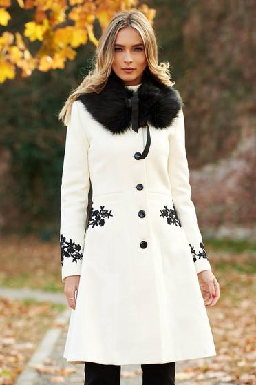 Palton LaDonna alb Best Impulse elegant din lana cu insertii de broderie captusit pe interior cu buzunare