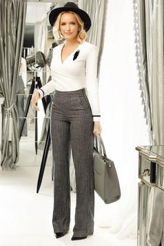 Pantaloni Fofy gri office evazati cu talie medie din stofa cu fir lame cu buzunare
