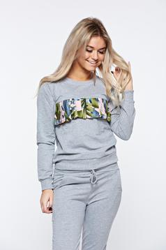 Grey sport 2 pieces cotton with pockets is fastened around the waist with a ribbon casual