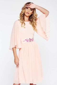 StarShinerS peach occasional embroidered dress from veil fabric folded up accessorized with tied waistband