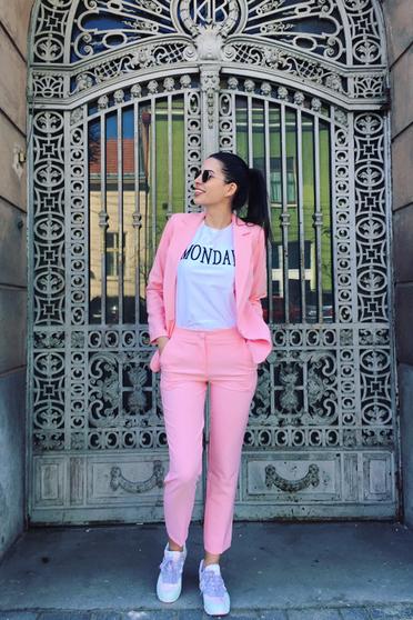 Pantaloni Artista roz deschis office cu un croi drept cu talie medie din stofa usor elastica cu buzunare