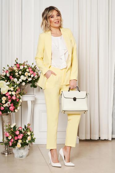 Pantaloni Artista galbeni office cu un croi drept cu talie medie din stofa usor elastica cu buzunare