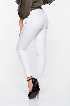 Blugi Top Secret albi casual skinny din bumbac elastic cu buzunare in fata si in spate
