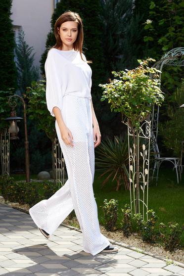 Pantaloni StarShinerS albi casual cu un croi evazat din material elastic perforat captusiti pe interior