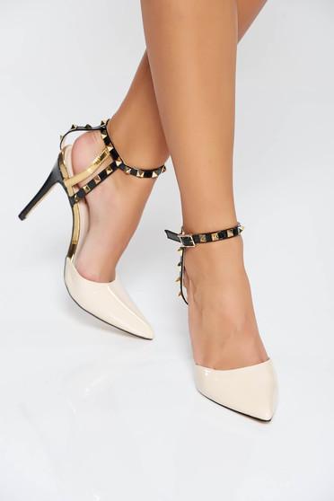 Pantofi crem eleganti din piele ecologica lacuita cu tinte metalice