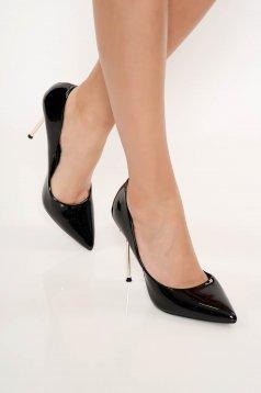 Pantofi negru elegant din piele ecologica lacuita cu varful usor ascutit cu toc inalt