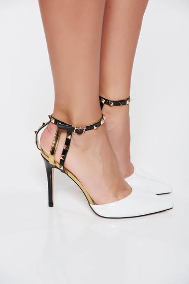 Pantofi albi eleganti din piele ecologica lacuita cu tinte metalice