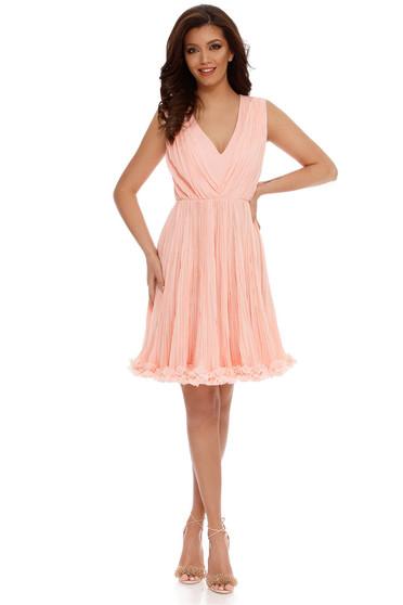Rochie piersica de ocazie in clos din voal plisat captusita pe interior cu decolteu in v