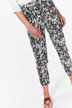 Pantaloni Top Secret verzi casual cu elastic in talie din material vaporos cu buzunare