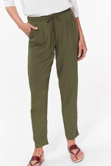 Pantaloni Top Secret khaki casual cu buzunare din material vaporos cu elastic si snur in talie