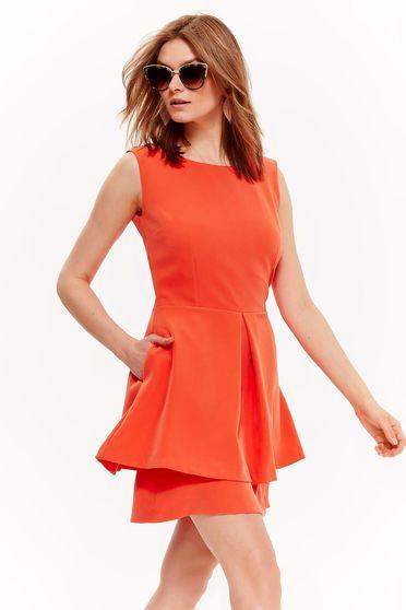 Rochie Top Secret portocalie de zi in clos din material usor elastic cu spatele decupat