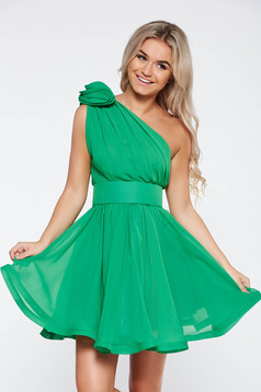 Ana Radu luxurious green dress from veil fabric with inside lining cloche accessorized with tied waistband
