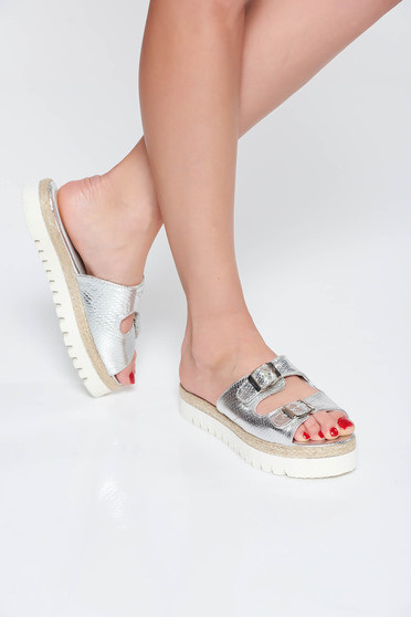 Papuci StarShinerS argintii casual din piele naturala cu talpa joasa accesorizati cu catarame