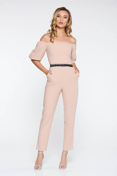 Salopeta StarShinerS crem eleganta pe umeri cu un croi mulat din stofa usor elastica cu aplicatii de dantela