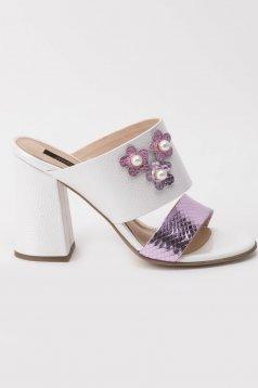 Sandale albe elegante din piele naturala cu toc gros cu aplicatii cu margele
