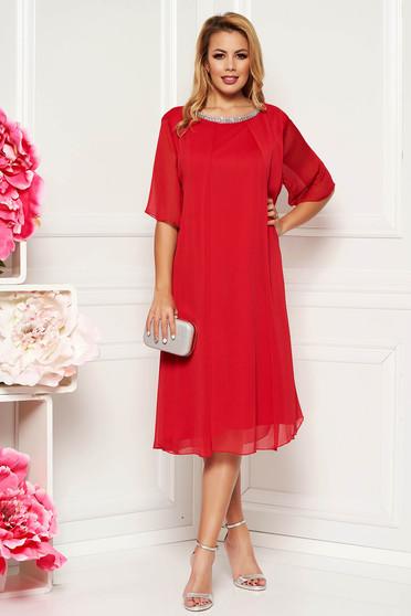 Rochie rosie de ocazie cu croi larg din material vaporos captusita pe interior cu aplicatii stralucitoare