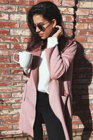 Cardigan SunShine rosa casual lung cu croi larg din material catifelat cu gluga nedetasabila si buzunare