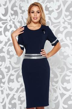 Rochie albastra-inchis eleganta cu un croi mulat din material usor elastic cu aplicatii stralucitoare