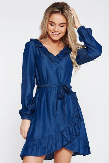 Rochie Top Secret albastra casual cu croi larg din denim cu decolteu in v accesorizata cu cordon