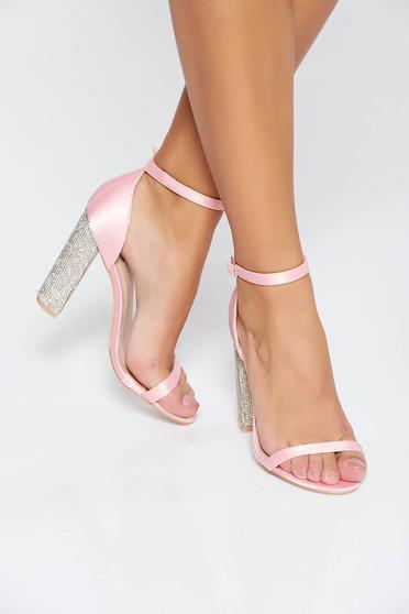 Sandale rosa de ocazie cu aplicatii cu pietre strass din piele ecologica