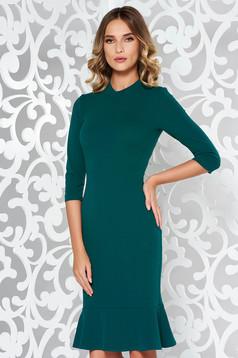 Rochie StarShinerS verde eleganta cu un croi mulat din material elastic cu volanase la baza rochiei
