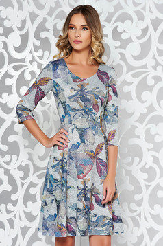 Rochie gri de zi midi in clos din material moale tricotata cu print