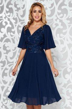 Rochie albastra-inchis de ocazie in clos din voal captusita pe interior si dantela cu aplicatii cu paiete