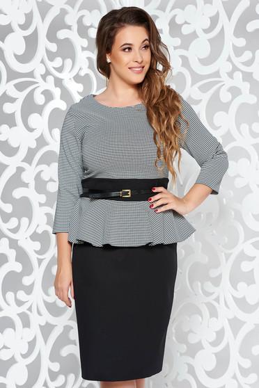 Rochie neagra eleganta tip creion din stofa usor elastica cu peplum si accesoriu tip curea