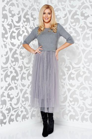 Rochie StarShinerS gri de zi in clos din material tricotat cu elastic in talie cu aplicatii cu pietre strass