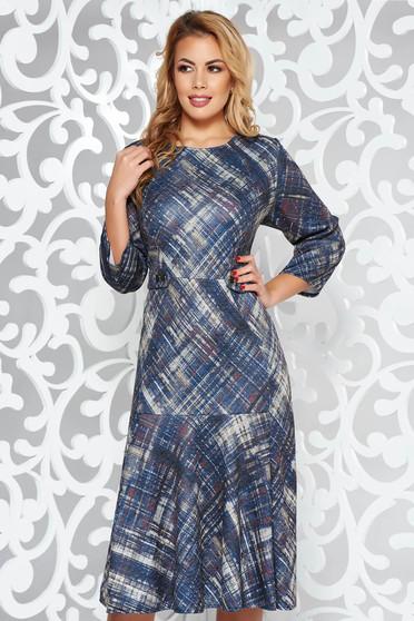 Rochie albastra-inchis de zi din material tricotat cu volanase la baza rochiei