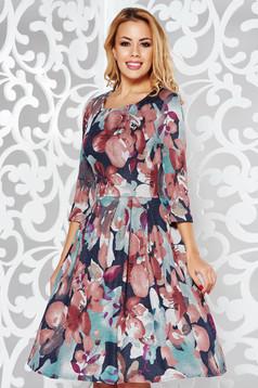 Rochie maro de zi in clos cu maneci trei-sferturi material tricotat cu imprimeu floral