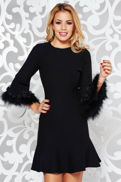 Rochie neagra SunShine de zi cu croi in a din material tricotat cu insertii cu blana ecologica