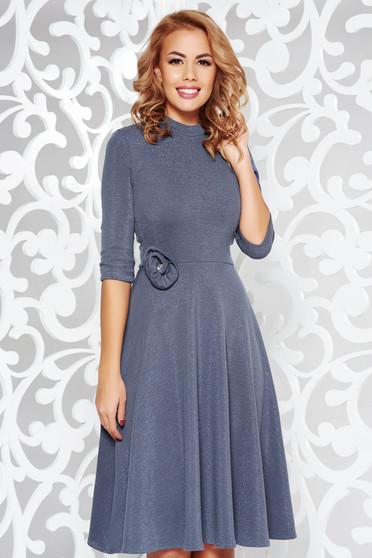 Rochie StarShinerS albastra-inchis eleganta in clos din material tricotat cu tesatura metalica cu luciu