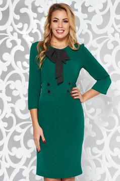 Rochie verde eleganta tip creion din stofa usor elastica accesorizata cu o fundita