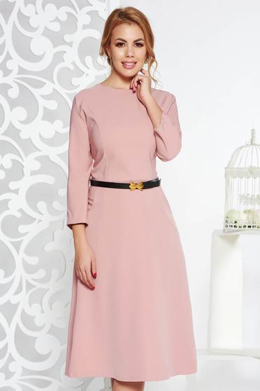 Rochie rosa office in clos din bumbac usor elastic cu buzunare cu accesoriu tip curea