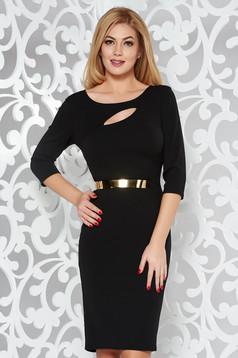 Rochie neagra eleganta tip creion din material elastic decupat la bust accesorizata cu cordon