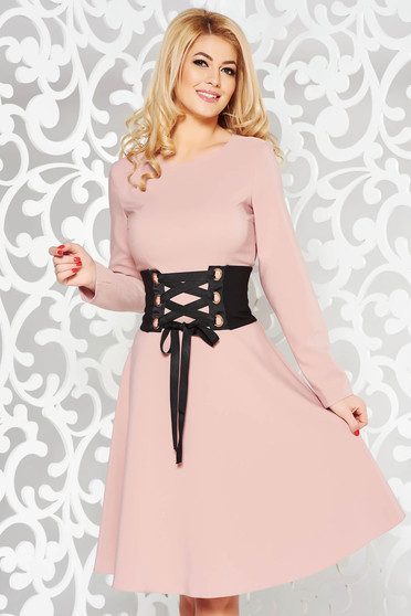 Rochie LaDonna rosa office in clos din stofa usor elastica accesorizata cu cordon