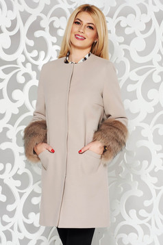 Palton LaDonna crem elegant cu un croi drept din lana cu insertii cu blana ecologica