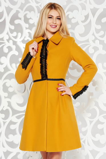 Palton LaDonna mustariu elegant in clos din lana captusit pe interior cu aplicatii cusute manual