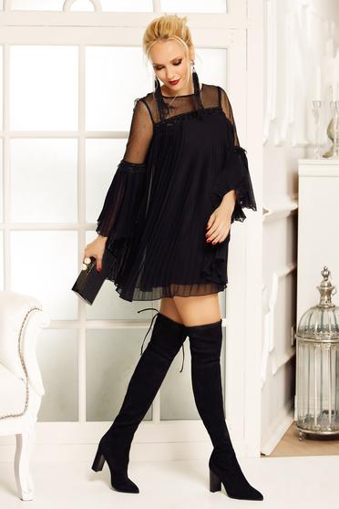 Rochie Fofy neagra de ocazie cu croi larg din voal plisat captusita pe interior cu maneci clopot