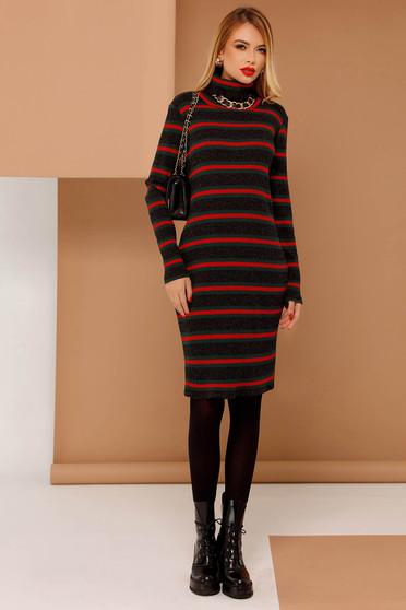 Rochie PrettyGirl neagra casual cu un croi mulat din material tricotat cu maneci lungi