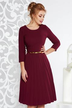 Rochie visinie eleganta in clos plisata din stofa elastica subtire cu accesoriu tip curea