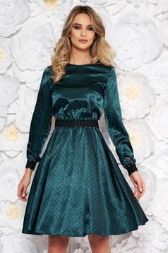 Rochie StarShinerS verde eleganta in clos din material satinat cu insertii de broderie accesorizata cu cordon